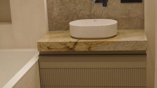 łazienkowy blat kamienny