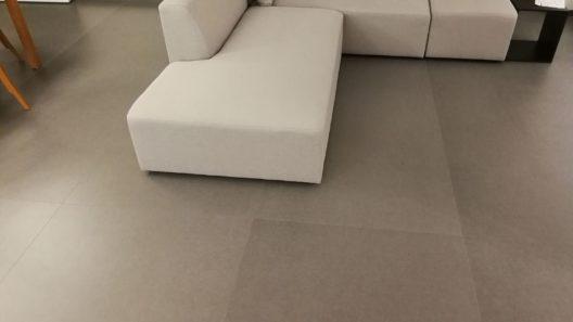 kamień na podłodze