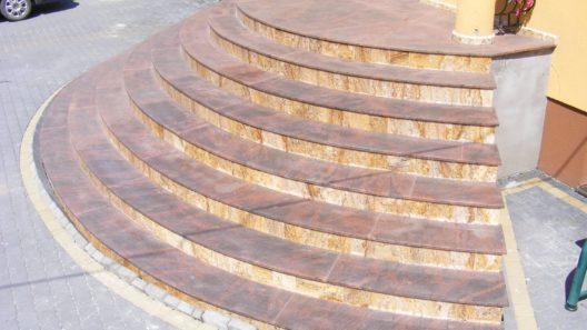 schody okrągłe z kamienia