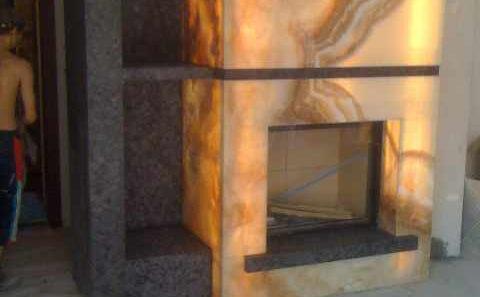 kominek ścienny kamień